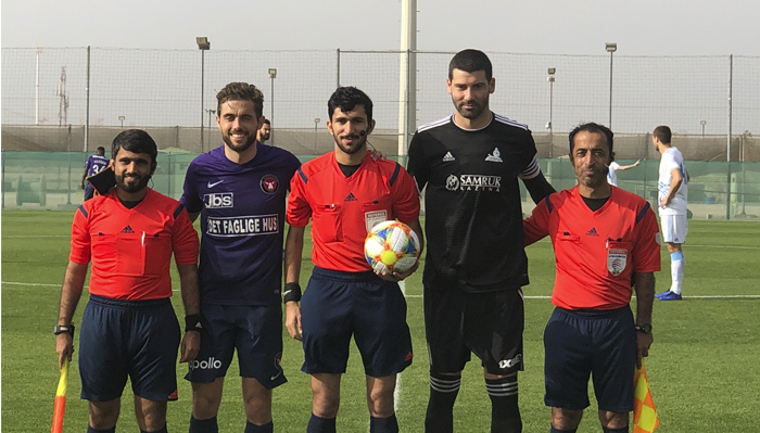 The referees with the two captains Kakob Poulsen and Eric Nenad